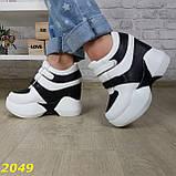 Сникерсы кроссовки на высокой платформе с танкеткой на липучках белые с черным, фото 6