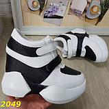 Сникерсы кроссовки на высокой платформе с танкеткой на липучках белые с черным, фото 7