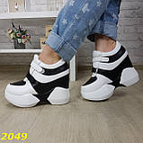 Сникерсы кроссовки на высокой платформе с танкеткой на липучках белые с черным, фото 8