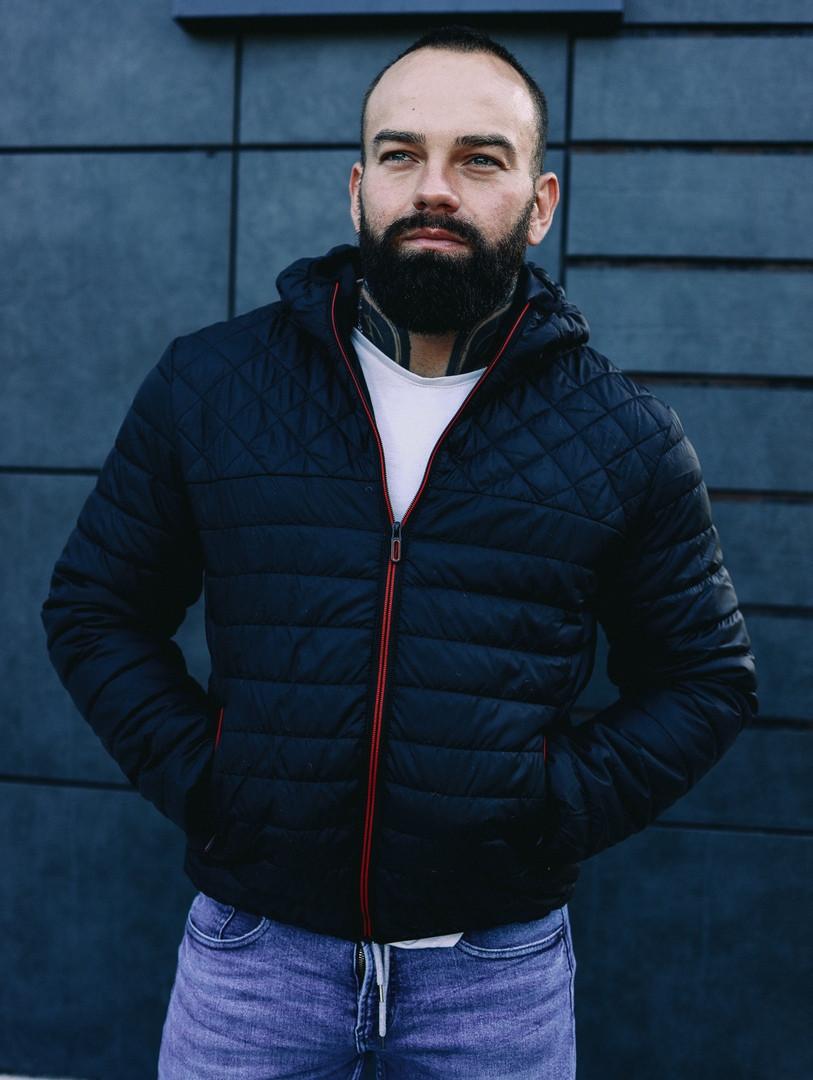 Мужская черная короткая куртка с капюшоном осень весна 2020. Мужская ветровка черная стеганая демисезонная