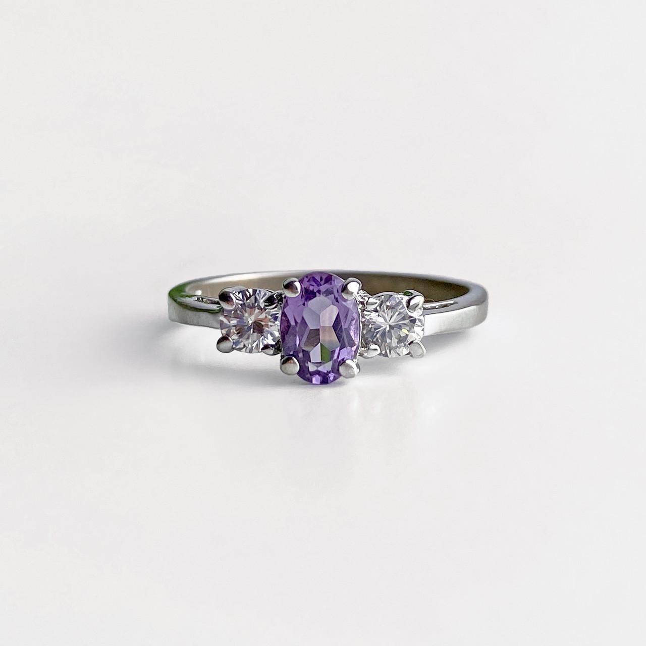 Серебряное кольцо с иолитом и фианитами  Нежность