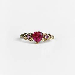Золотое кольцо с камнями шпинель  Сердца