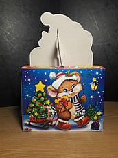 Картонная упаковка новогодняя Мышонок с подарками мелким оптом на вес до 500г, фото 3
