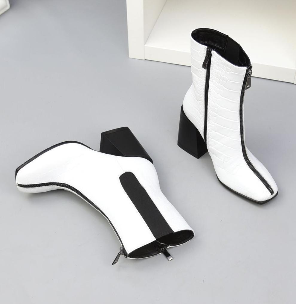 Белые кожаные ботильоны под рептилию с квадратным носком демисезонные женские
