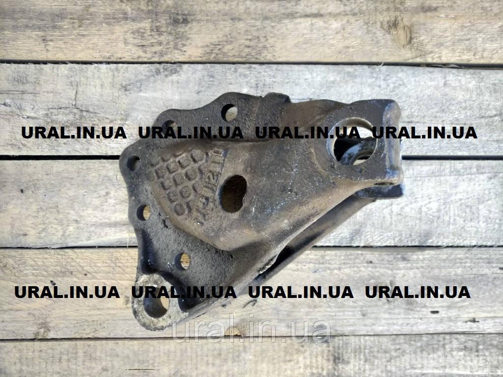 Кронштейн передней рессоры правый 375-2902444-Д