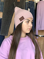 Стильна жіноча шапка