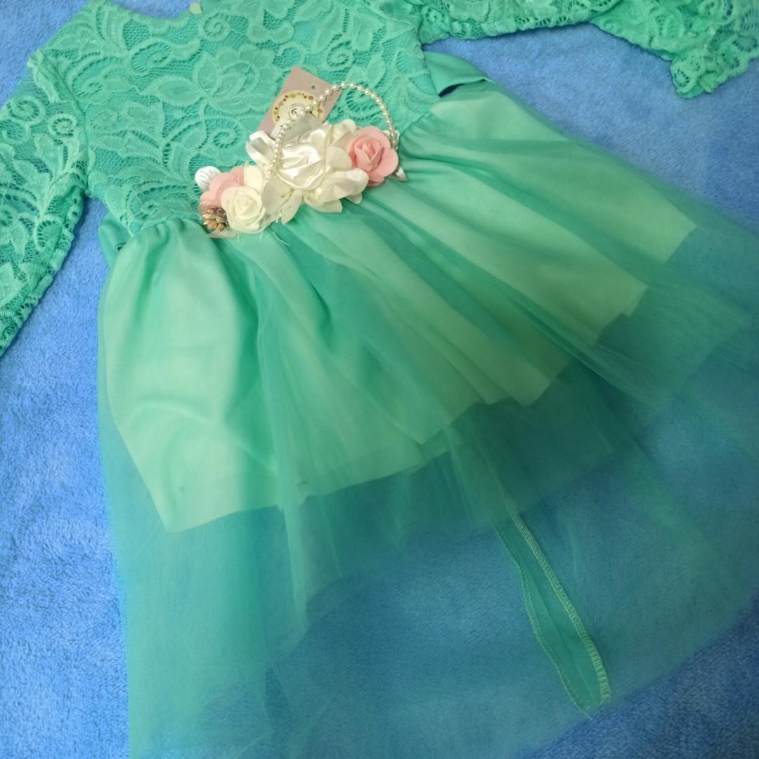 Красивое платье для девочки нарядное с цветами.