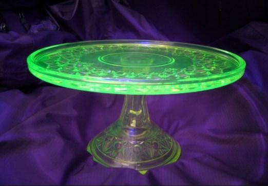 Фото бижутерии из эпоксидной смолы с флуоресцентом