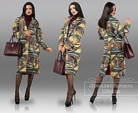 Женское пальто с неопрена с разрезом сзади
