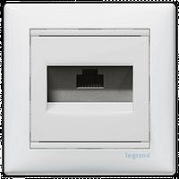 Розетка компьютерная 1xRJ45 кат.5e Valena 774230 цвет белый