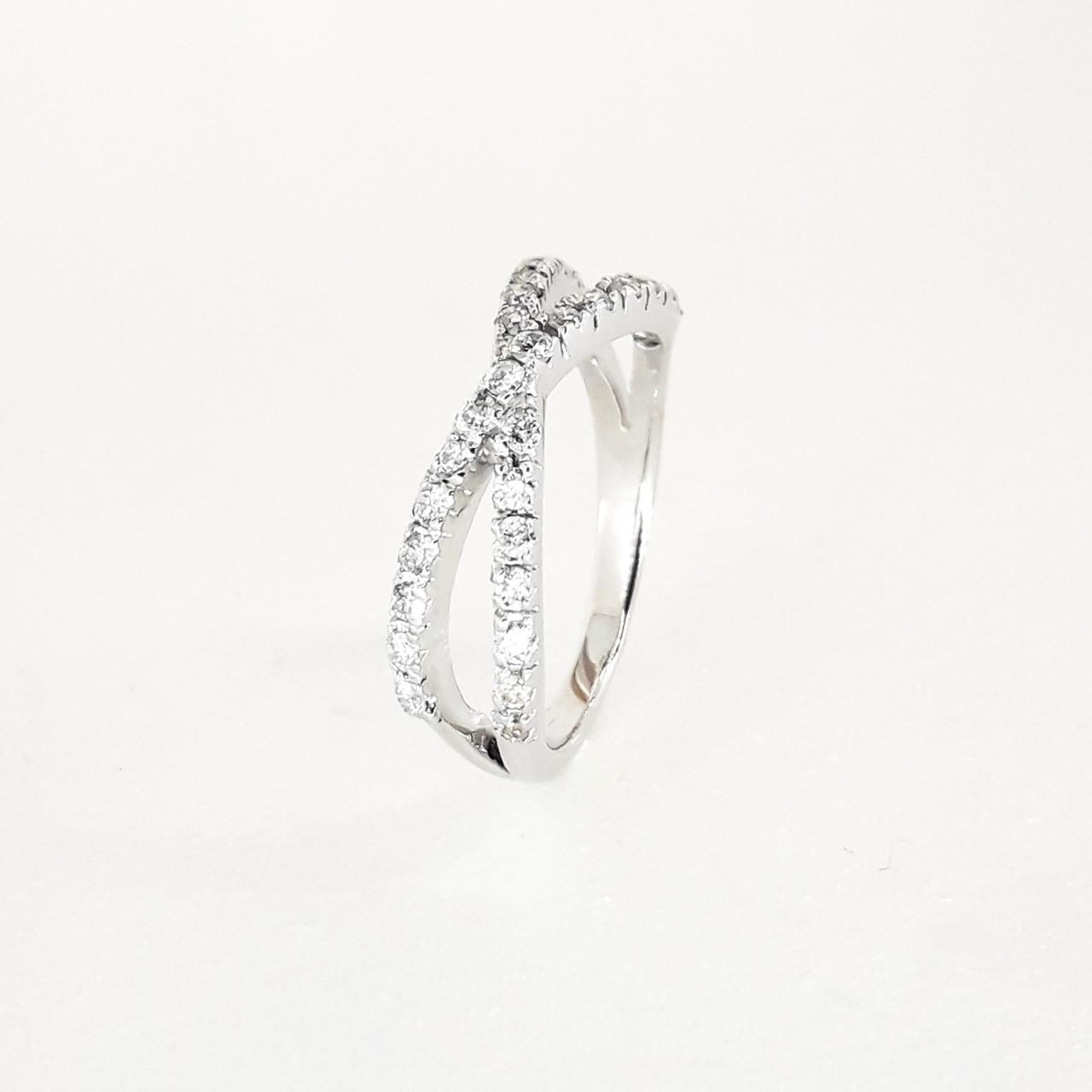 Кільце з діамантом з білого золота доріжка 585