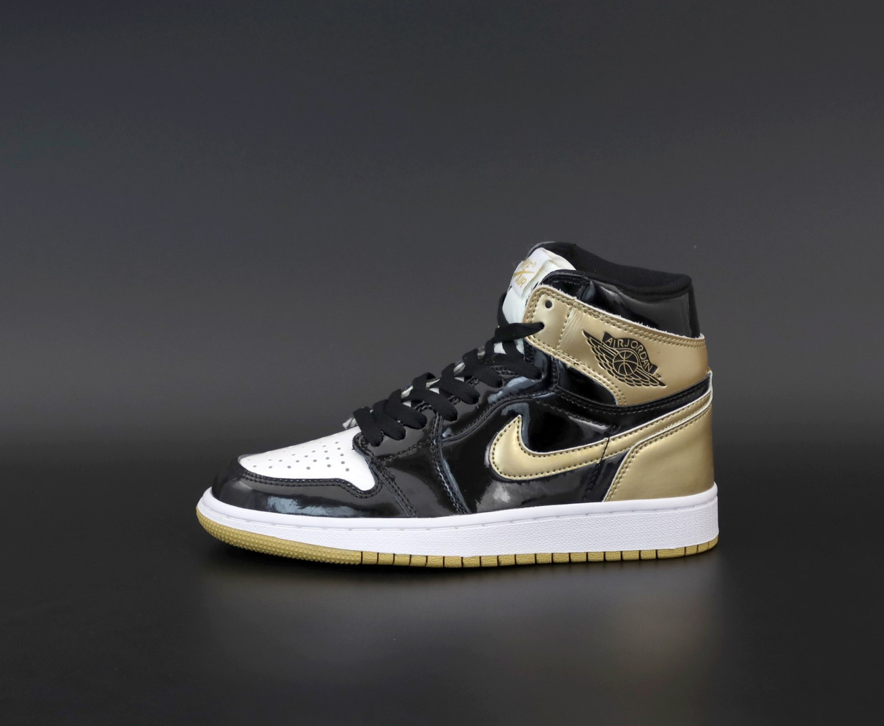 Женские кроссовки в стиле Nike Air Jordan 1 Retro (black/khaki), Найк Аир Джордан 1 ретро (Реплика ААА)