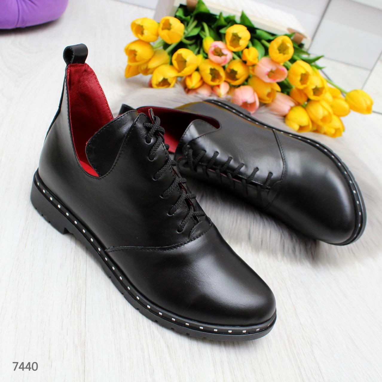 Эффектные черные женские туфли ботинки на низком ходу из натуральной кожи