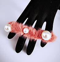 Резинка для волос меховая пушистая с жемчугом (цвет коралловый), фото 1