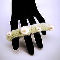 Резинка для волос меховая пушистая с жемчугом (цвет фисташковый), фото 1