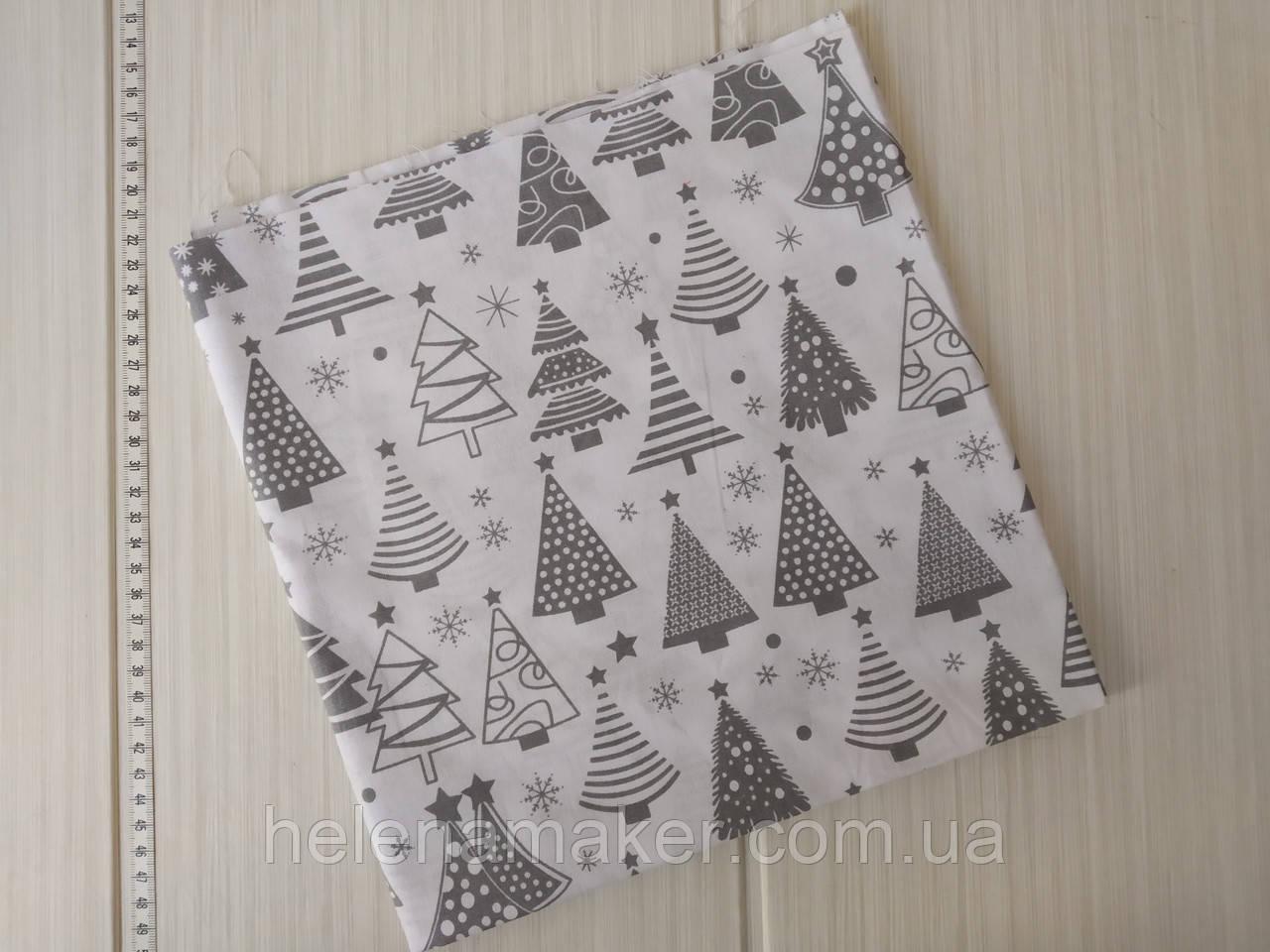 Отрез новогодней ткани Серые елочки на белом фоне 50*50 см