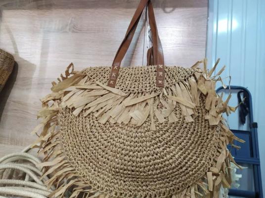 Женская плетеная сумка тренд сезона с лапшой