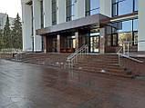 Облицовка Капустинским гранитом ступеней, площадки, колон, фото 3