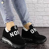 Женские замшевые кроссовки на танкетке черные 1386, фото 1