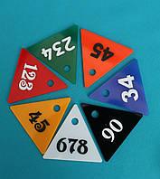 Треугольный номерок из цветного акрила, фото 1