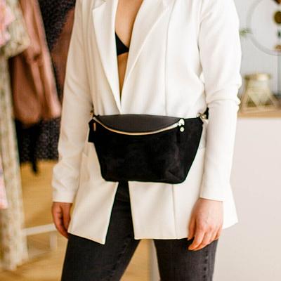 Жіноча шкіряна сумка на пояс чорного кольору. Жіноча сумка з натуральної шкіри. Жіноча сумка на пояс