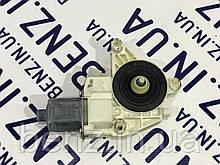 Електромотор склопідіймача двері лівої W212/W204/X204 A2048200542