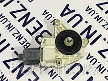 Электромотор стеклоподъемника левой двери Mercedes W212, W204, X204 A2048200542