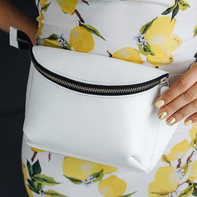 Жіноча шкіряна сумка на пояс білого кольору. Жіноча сумка з натуральної шкіри. Жіноча сумка на пояс