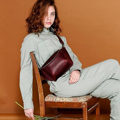 Жіноча шкіряна сумка на пояс бордового кольору. Жіноча сумка з натуральної шкіри. Жіноча сумка на пояс