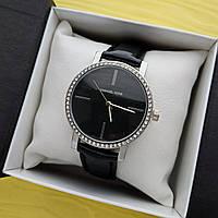 Женские кварцевые наручные часы Michael Kors на ремешке, серебристые с черным циферблатом - код 1693, фото 1