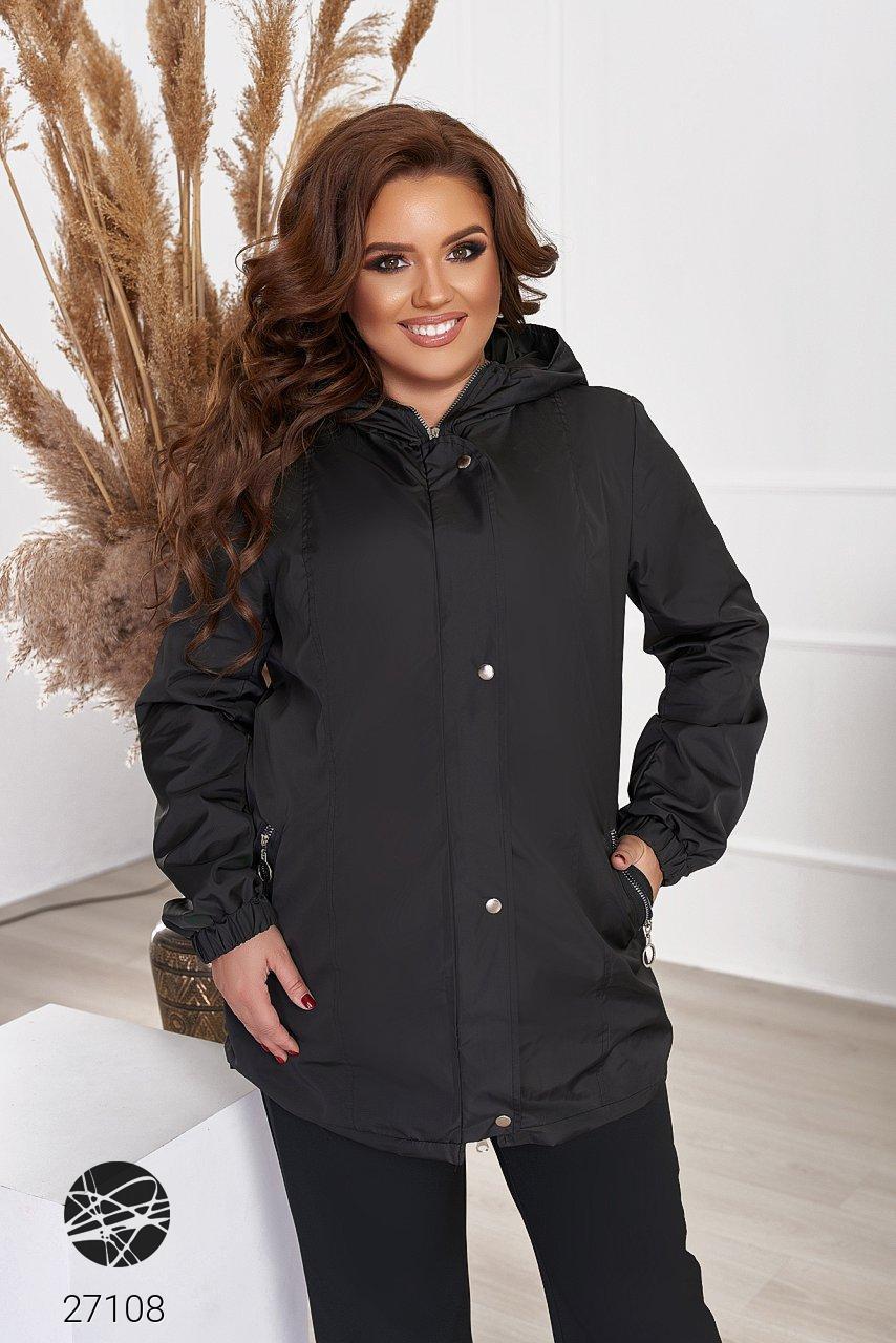 Женская куртка-ветровка черного цвета с капюшоном. Модель 27108. Размеры 48-66