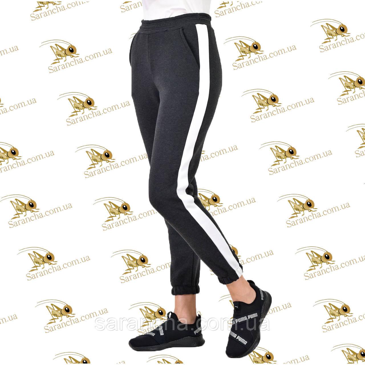 Спортивні брюки з контрастним лампасом трехнитка на флісі сірого кольору