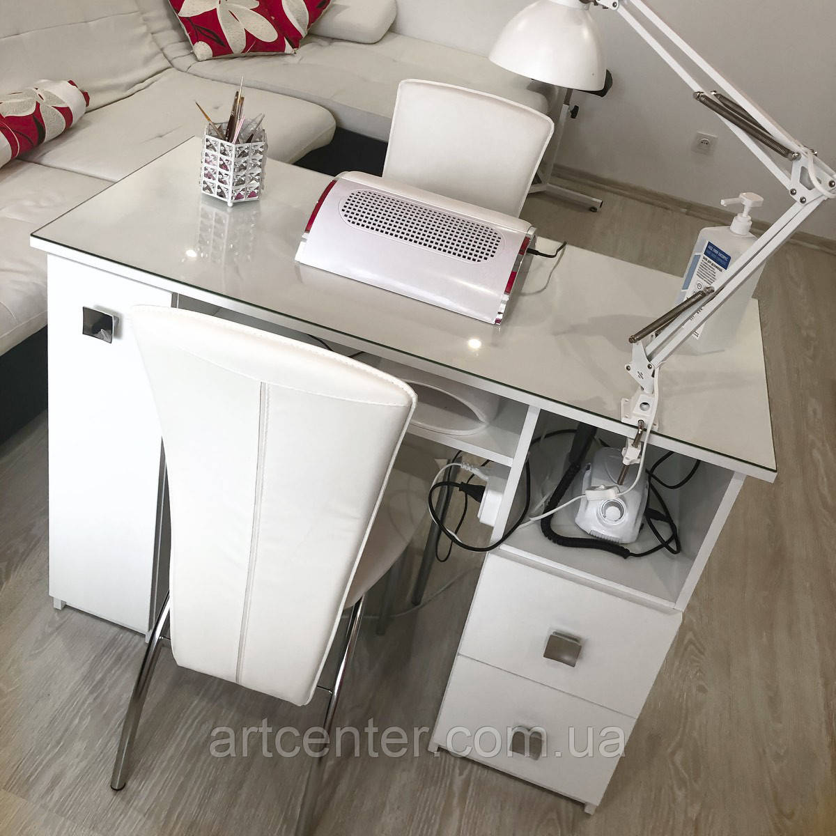 """Удобный маникюрный стол с ящиком """"карго"""" и стеклом на столешнице"""