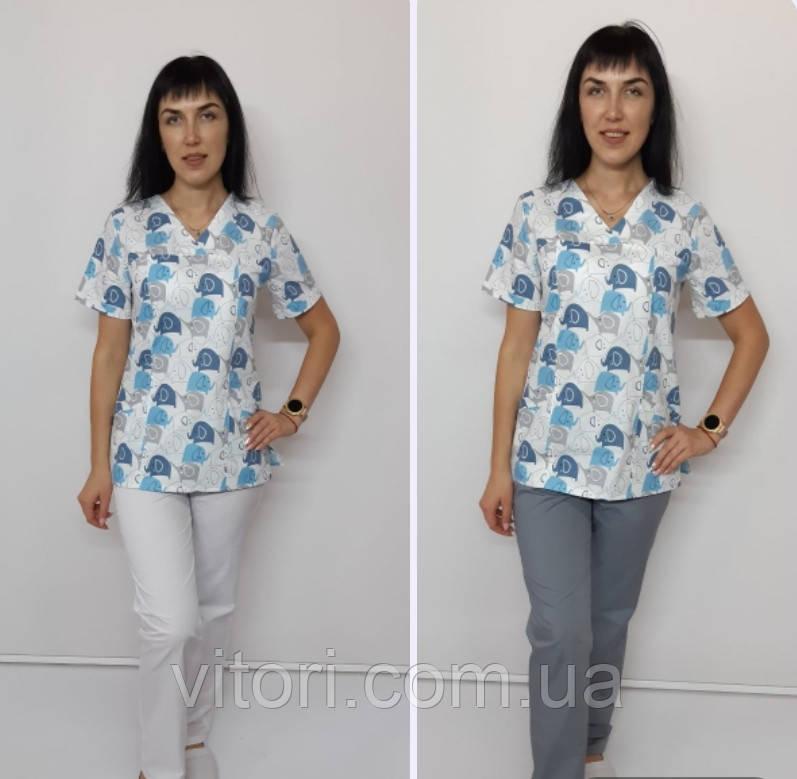 Женский медицинский костюм принт Голубые слоники короткий рукав