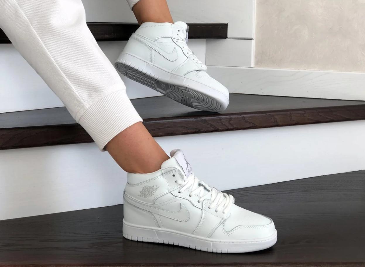 Кроссовки женские Nike Air Jordan Retro в стиле найк джордан Белые (Реплика ААА+)