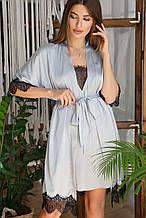 Серо-голубой женский халат с кружевом Илина из шелка армани до колен