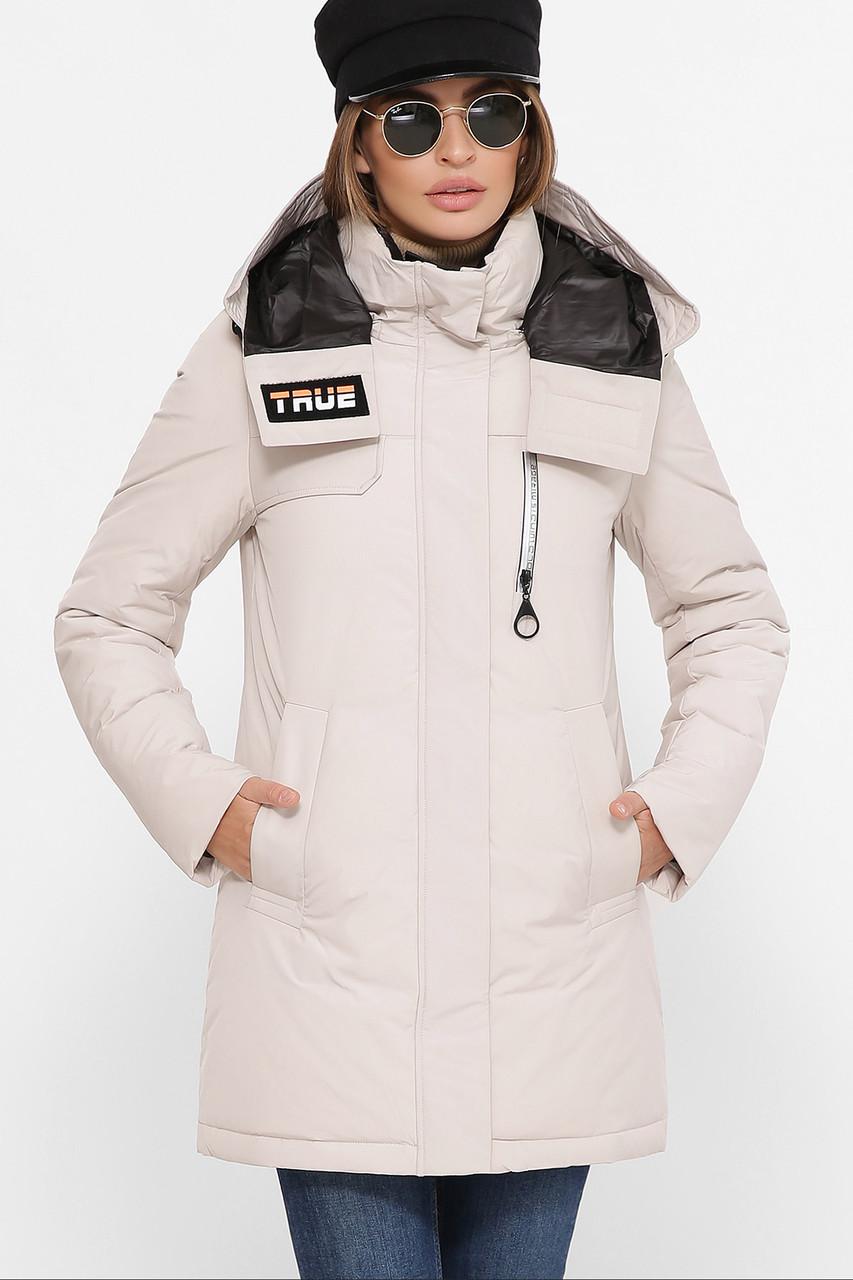 Светло-бежевая куртка с капюшоном
