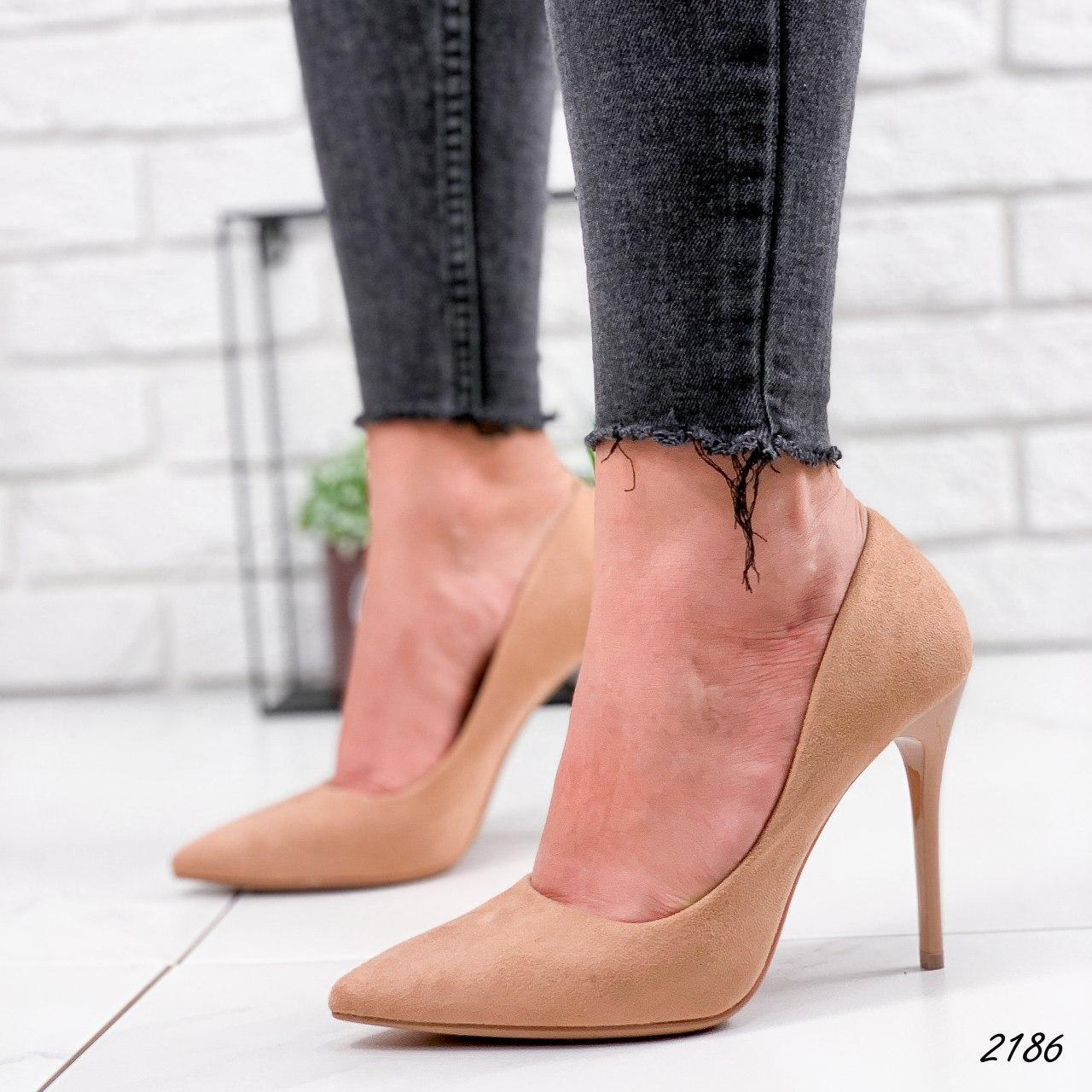 Туфли женские бежевые на каблуке из эко замши. Туфлі жіночі бежеві на підборах з еко замші