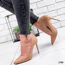 Туфли женские бежевые на каблуке из эко замши. Туфлі жіночі бежеві на підборах з еко замші, фото 3
