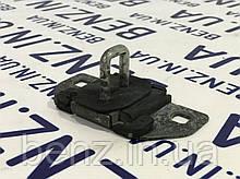 Запорная скоба замка багажника Mercedes S212,W204, X204 A2127400032