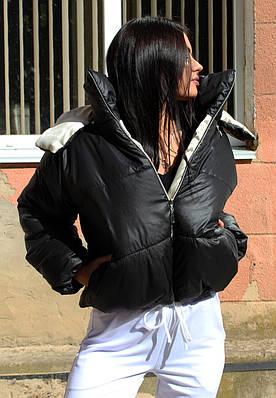 Дутая черная куртка с капюшоном