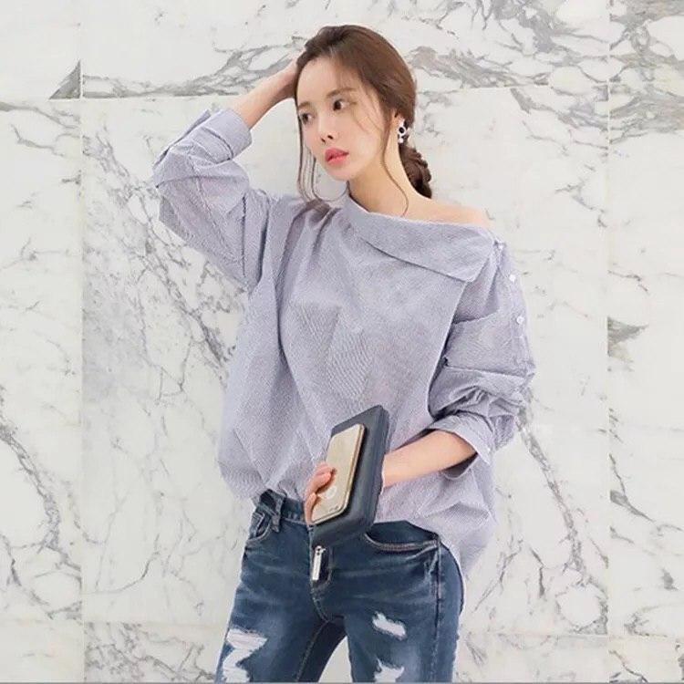 Женская коттоновая свободная рубашка в полоску с открытым плечом (р. 42-44) 61BL416