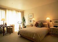 Матовый натяжной потолок в спальне, фото 1