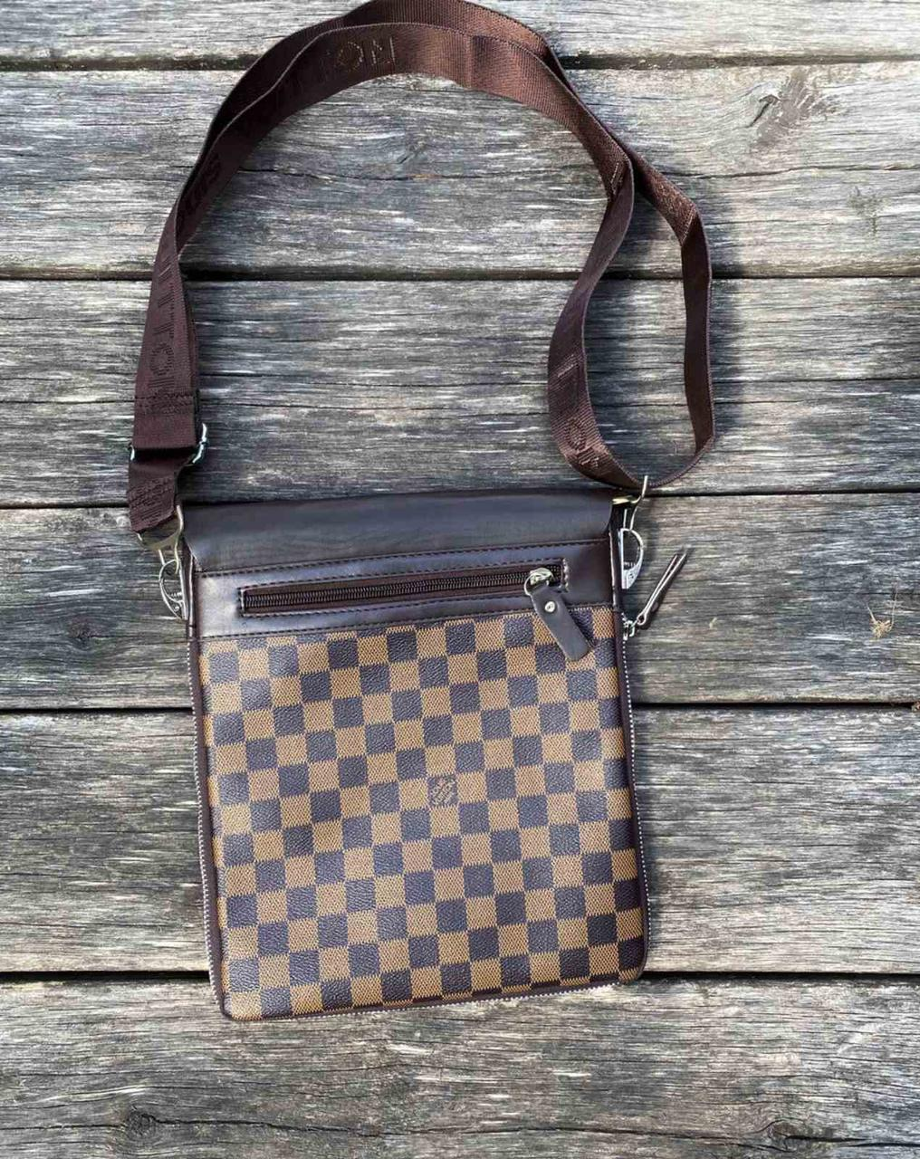 Брендовые сумки. Материал: эко кожа. Очень удобная, вместительная. Ручка регулируемая.