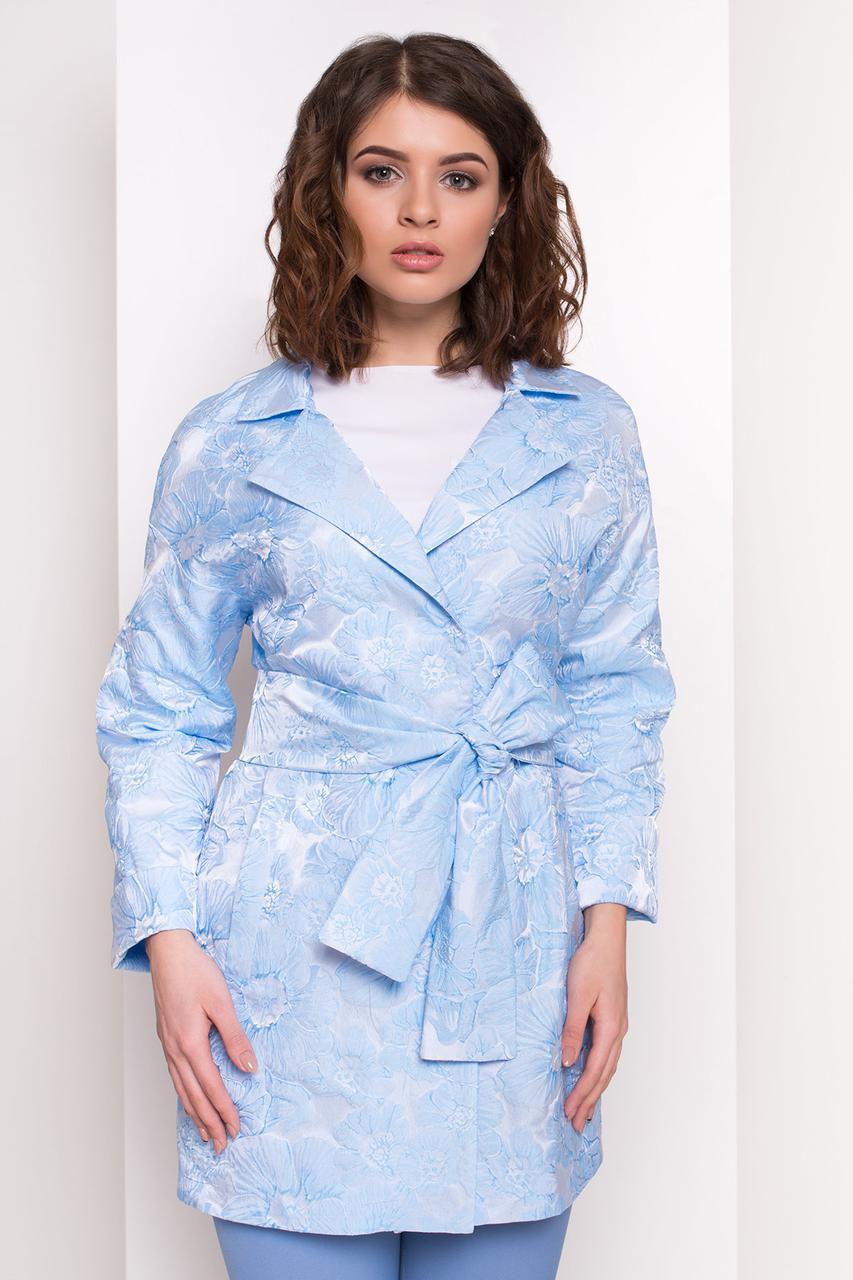 Жіночий плащ блакитного кольору, з відкладним коміром. Модель 34109.