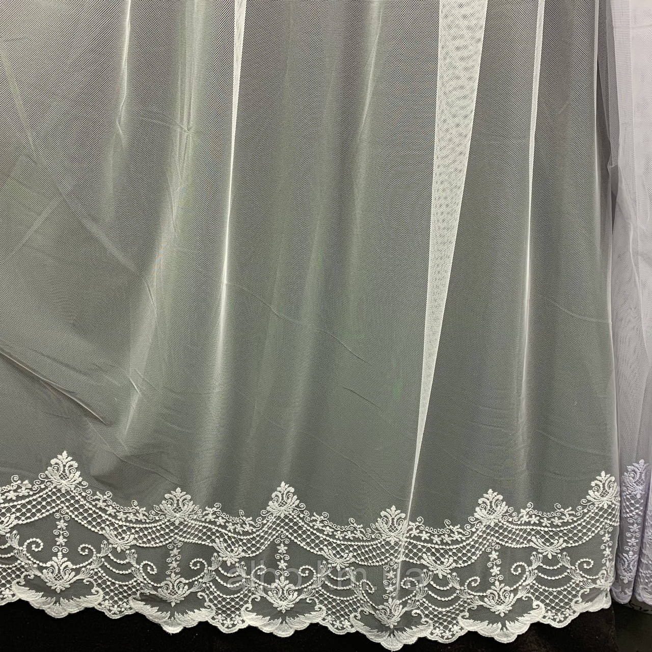 Элегантный кремовый тюль из фатина с декоративной вышивкой внизу на метраж, высота 3 м