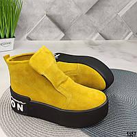 Демисезонные женские ботинки желтого цвета