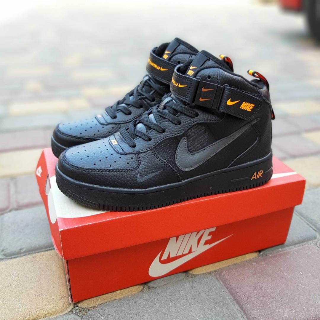 Женские зимние кроссовки Nike Air Force 1 Mid LV8 (черно-оранжевые) 3549