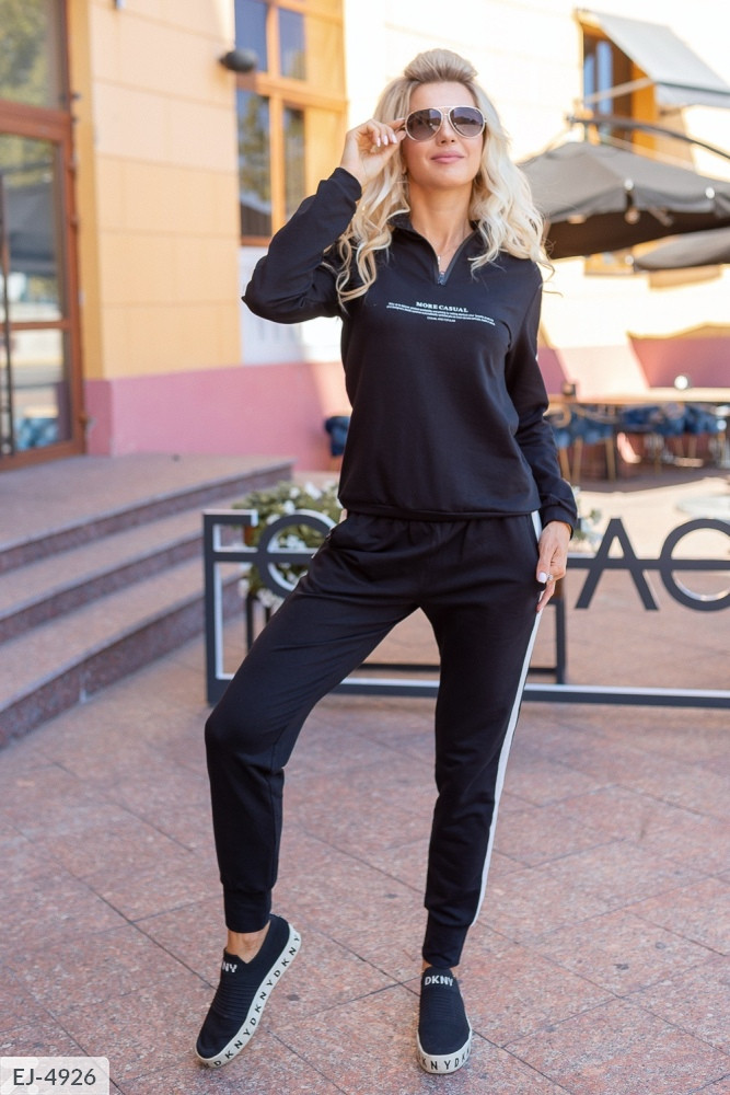 Чорний спортивний костюм жіночий з смужкою, розміри 36, 38, 40
