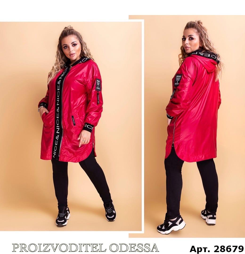 Стильная женская длинная куртка ветровка из лаковой плащевки на флисе с капюшоном, батал большие размеры